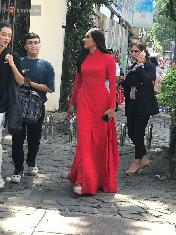 Workshop cuộc thi nhan sắc dành cho mỹ nhân chuyển giới: Quỳnh Anh Shyn nổi bần bật, dàn thí sinh lên đồ chặt chém, vấp ngã hàng loạt vì guốc cao - Ảnh 4.