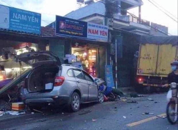 Khoảnh khắc kinh hoàng khi ô tô lao như tên bắn vào nhà dân, hất văng cả người phụ nữ ngồi trên xe máy đứng bên đường ở Quảng Ngãi - Ảnh 3.