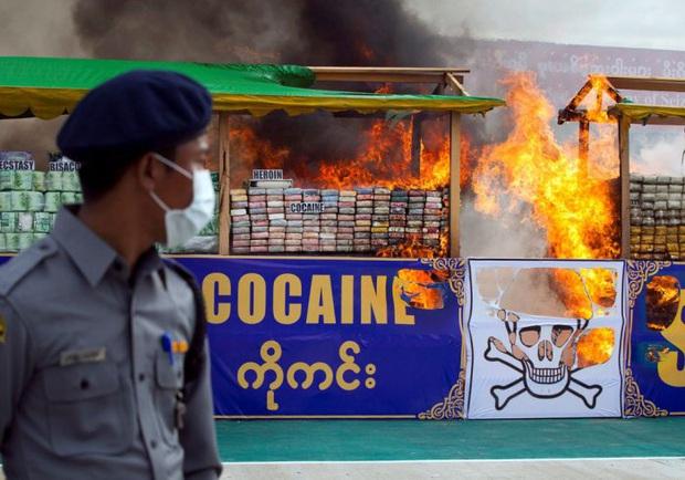 Đánh rơi bọc ma túy trị giá 1 tỷ đồng, shipper gọi điện cho cảnh sát nhờ tìm hộ - Ảnh 2.