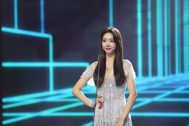 Cuộc thi Hoa hậu Hàn Quốc lạ đời nhất lịch sử: Phông nền hội chợ, Hoa hậu ỉu xìu khi nhận giải, dàn thí sinh trình diễn như idol Kpop - Ảnh 4.