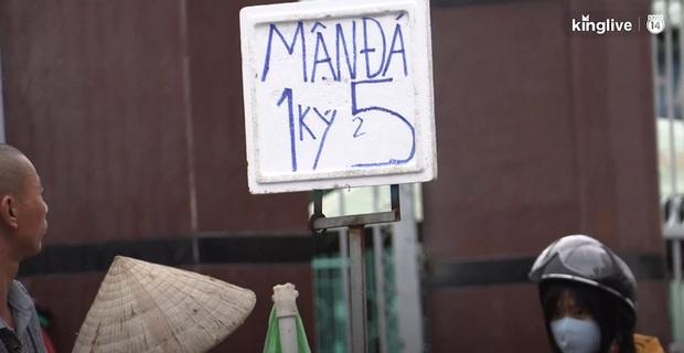 """Clip: Tuyệt chiêu sử dụng số """"tàng hình"""" trên biển quảng cáo của những người bán hàng ở Sài Gòn - Ảnh 5."""