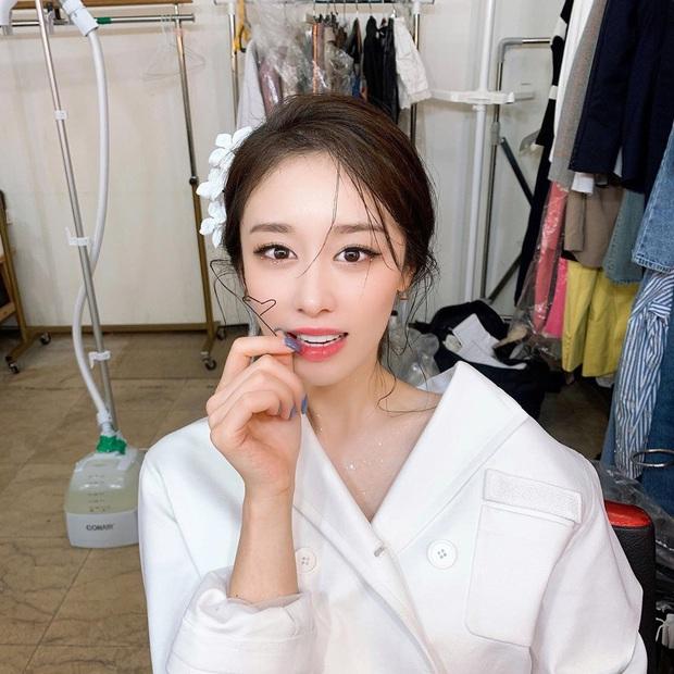 Im ắng lâu lâu, Jiyeon (T-ara) bỗng vọt lên top Dispatch: Sốc không hề nhẹ vì sống mũi cầu trượt hoàn hảo nhất Kpop? - Ảnh 4.