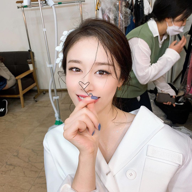 Im ắng lâu lâu, Jiyeon (T-ara) bỗng vọt lên top Dispatch: Sốc không hề nhẹ vì sống mũi cầu trượt hoàn hảo nhất Kpop? - Ảnh 3.