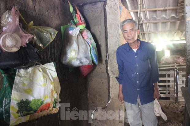 12 ngày không điện, không nước và không cơm của xóm nghèo bị cô lập hoàn toàn trong lũ - Ảnh 2.