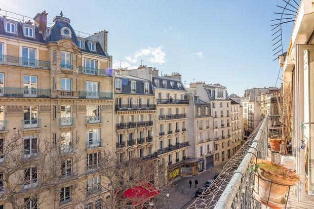 8 bí mật há hốc mồm về Emily Ở Paris: Nhà là chỗ tra tấn tù nhân thời xưa, bị tẩy chay thẳng mặt bởi chuỗi nhà hàng nổi tiếng - Ảnh 11.