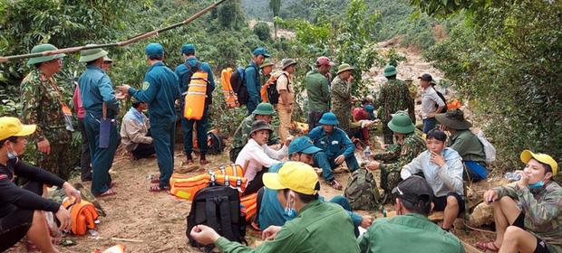 Tìm thấy thi thể 3 anh em ruột bị núi sạt lở vùi lấp ở Quảng Bình - Ảnh 1.