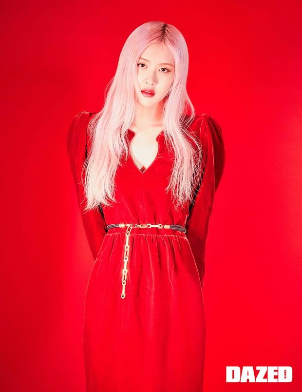 Sốc nhẹ bộ ảnh tạp chí mới của Rosé (BLACKPINK): Son đỏ chót, lên đồ da bóng lộn, vòng 1 khiêm tốn sao sang thế này? - Ảnh 3.