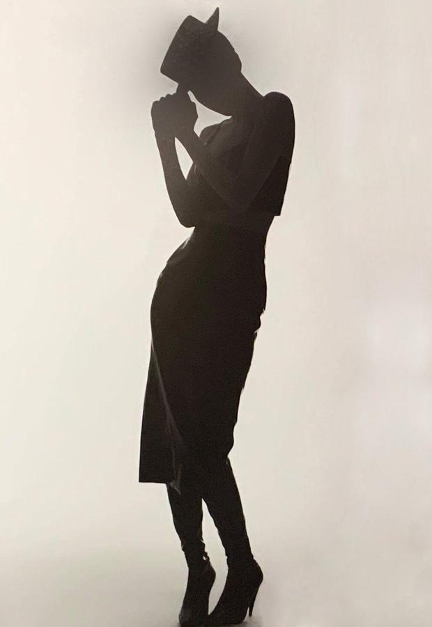 Sốc nhẹ bộ ảnh tạp chí mới của Rosé (BLACKPINK): Son đỏ chót, lên đồ da bóng lộn, vòng 1 khiêm tốn sao sang thế này? - Ảnh 7.