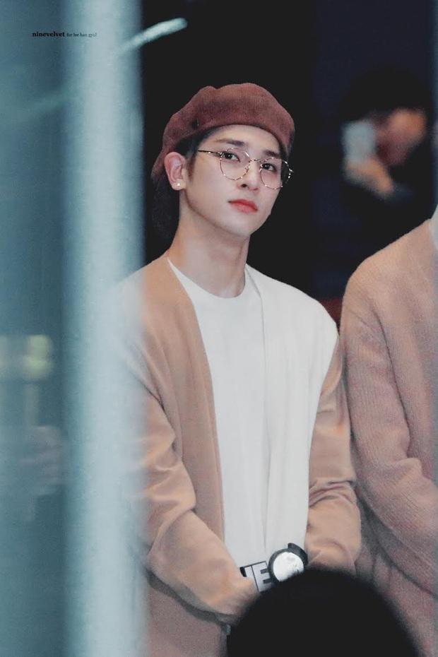 6 nam idol đẹp không camera nào bắt được: J-Hope và em trai BTS đẹp vô thực, nam thần nhà SM được khen đúng chất tổng tài ngôn tình - Ảnh 22.