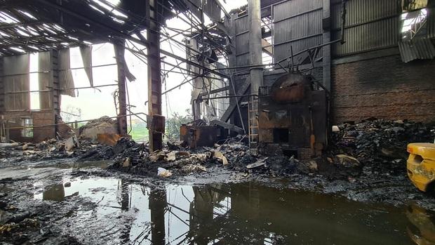 Bắc Ninh: Nổ lò hơi gây cháy xưởng sản xuất giấy khiến 2 người thương vong - Ảnh 2.