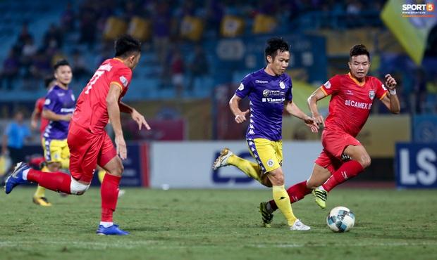 Cựu tuyển thủ Việt Nam bị đàn em ở Hà Nội FC trêu chọc vì câu giờ lộ liễu trong trận thắng hú vía - Ảnh 8.