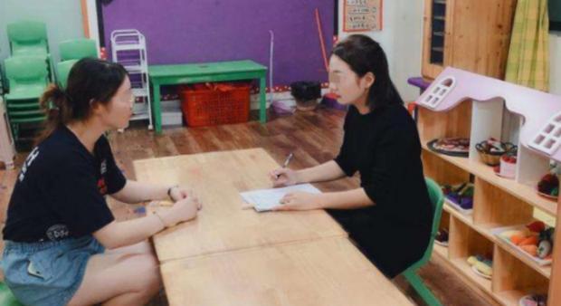 Cô giáo hỏi vay 35 triệu mua đồ dạy học, bà mẹ khéo léo đáp lại 1 câu khiến dân tình phục lăn - Ảnh 1.