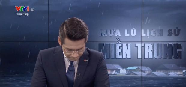 BTV của VTV nghẹn ngào, không nói thành lời trên sóng trực tiếp trong chương trình về mưa lũ miền Trung - Ảnh 2.