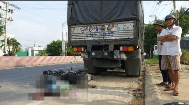 Tông vào đuôi xe tải đang dừng ven đường, nam thanh niên tử vong tại chỗ - Ảnh 1.