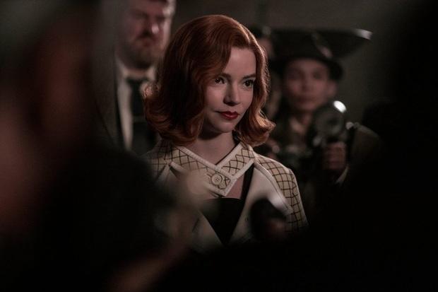 Gambit Hậu: Phim về cờ vua mà đẹp ngang ngửa Emily Ở Paris, mỹ nhân X-Men hóa thần đồng hư hỏng đỉnh thấy mê - Ảnh 9.
