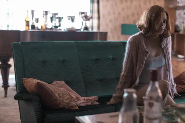 Gambit Hậu: Phim về cờ vua mà đẹp ngang ngửa Emily Ở Paris, mỹ nhân X-Men hóa thần đồng hư hỏng đỉnh thấy mê - Ảnh 13.