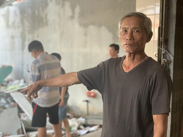 Lời kể hãi hùng của chủ tiệm thuốc thoát chết trong vụ xe điên tông nhiều nhà dân - Ảnh 2.