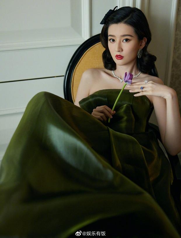 """Thảm đỏ khủng """"làm mưa làm gió"""" Cbiz: Dương Mịch và Bạch Lộc vòng 1 """"bức thở"""", Đường Yên chặt chém với đầm công chúa - Ảnh 26."""