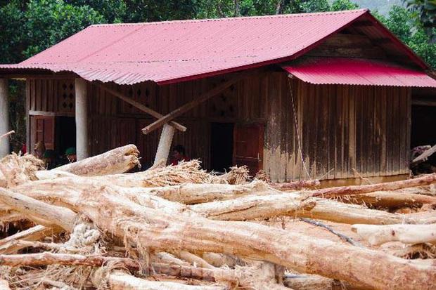 Sau bão lũ, một xã ở Quảng Trị ngập trong lớp bùn dày gần 1 mét - Ảnh 11.