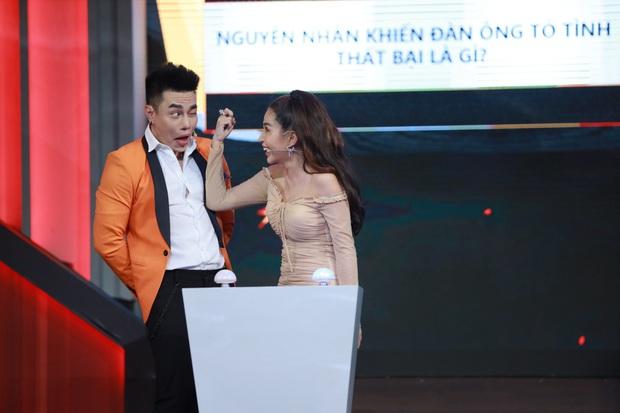 Mải nói chuyện đạo lý, Trịnh Thăng Bình vô tình đụng chạm tình yêu của Trấn Thành - Hari Won - Ảnh 2.