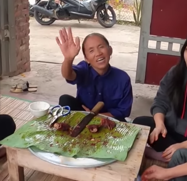 Đàn cháu ăn đồ Bà Tân Vlog làm, khen với khuôn mặt giả trân nhưng sự thật phía sau là gì? - Ảnh 6.