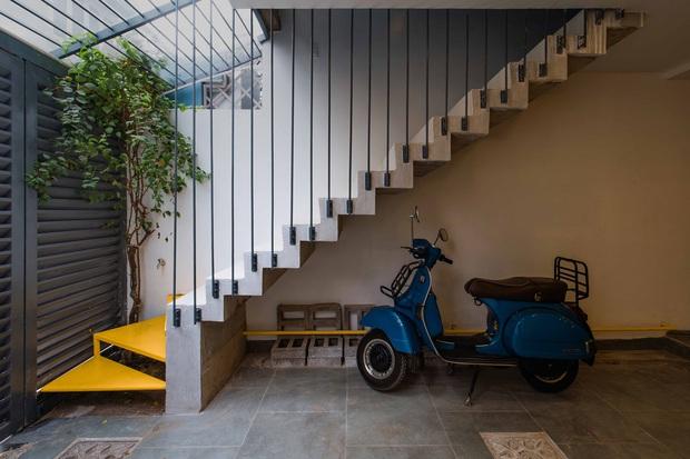 Ngôi nhà trong hẻm rộng 60m2, thiết kế De Stijl cực ấn tượng, giá cả mới gây bất ngờ nhất - Ảnh 2.