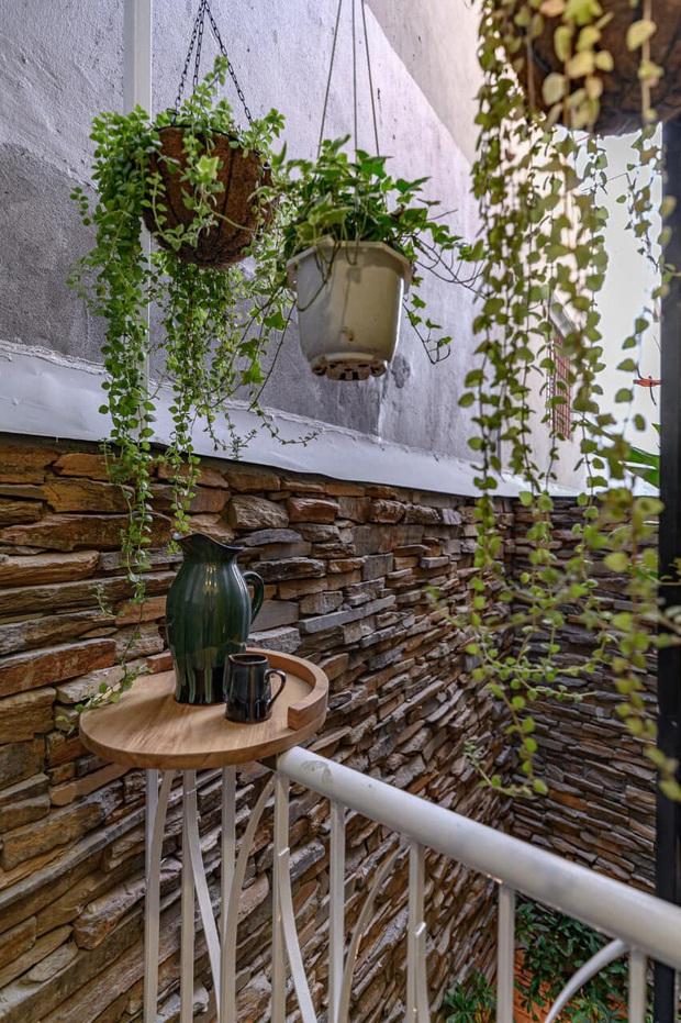 Ngôi nhà 62m2 ở Đà Nẵng có mặt tiền lệch tầng độc đáo, không gian bên trong tuy đơn giản nhưng cực chill - Ảnh 5.