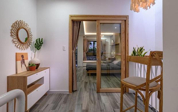 Ngôi nhà 62m2 ở Đà Nẵng có mặt tiền lệch tầng độc đáo, không gian bên trong tuy đơn giản nhưng cực chill - Ảnh 6.