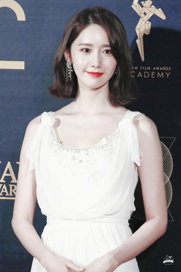 4 nữ thần Kpop đã đẹp còn miễn nhiễm với phốt thái độ: Yoona, Tzuyu nổi tiếng là có lý do, Sana thế nào mà bao sao nam mê mẩn? - Ảnh 3.