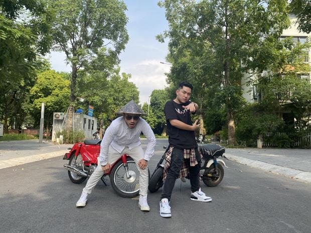 Profile 2 rapper ghi điểm với loạt clip hài đọc rap hút triệu view, dân tình xúi năm sau đi thi gấp - Ảnh 2.