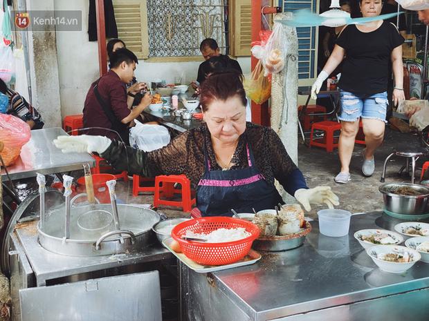 Tìm đến mì chửi đắt khách nhất Sài Gòn sau lùm xùm trên mạng: Cứ 5 phút nghe chửi 1 lần, khách đến ăn im thin thít vì sợ - Ảnh 5.