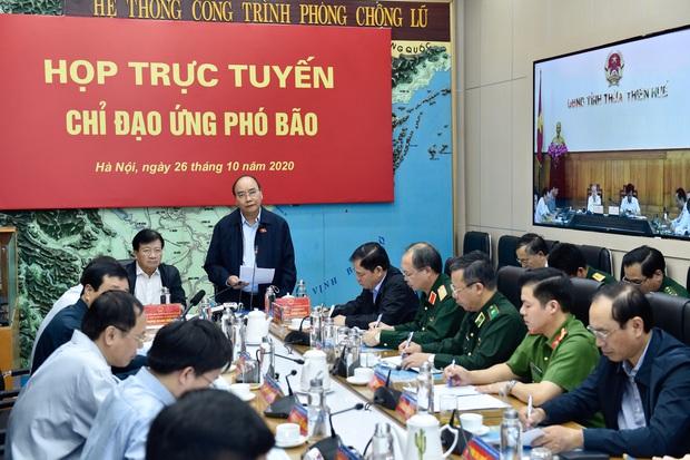 Bão số 9 được dự báo mạnh đặc biệt, Thủ tướng họp khẩn với các địa phương, kích hoạt rủi ro thiên tai cấp 4 - Ảnh 1.
