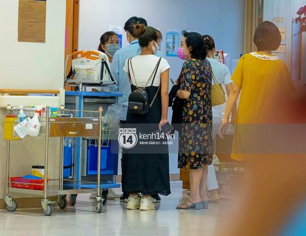 Độc quyền: Đông Nhi đã vào phòng sinh, Ông Cao Thắng túc trực từ 3h sáng cùng vợ chờ đón con gái đầu lòng - Ảnh 5.