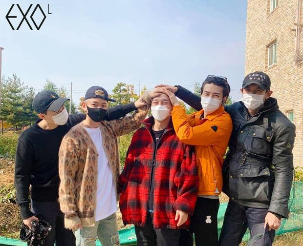 Ông bố bỉm sữa Chen chính thức lên đường nhập ngũ, hành động nhỏ hé lộ luôn tương lai của EXO sau lùm xùm cưới xin - Ảnh 3.