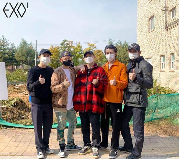 Ông bố bỉm sữa Chen chính thức lên đường nhập ngũ, hành động nhỏ hé lộ luôn tương lai của EXO sau lùm xùm cưới xin - Ảnh 2.