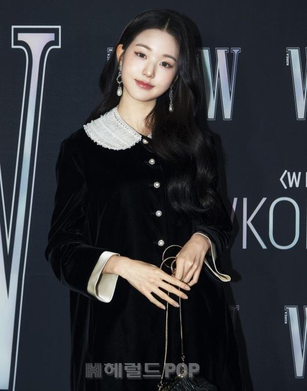 Gần nửa Kbiz đổ bộ sự kiện khủng: Park Min Young mặt cứng đờ, Jessica bị chê dừ chát, mỹ nhân Red Velvet đọ sắc bên Park Shin Hye - Ảnh 17.