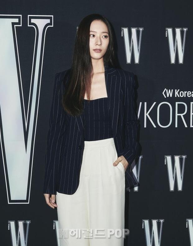 Gần nửa Kbiz đổ bộ sự kiện khủng: Park Min Young mặt cứng đờ, Jessica bị chê dừ chát, mỹ nhân Red Velvet đọ sắc bên Park Shin Hye - Ảnh 7.