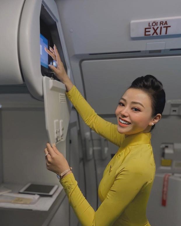Gái xinh tiết lộ trang phục tiếp viên hàng không có chứa bí mật, nếu khách hỏi sẵn lòng cho mượn ngay! - Ảnh 1.