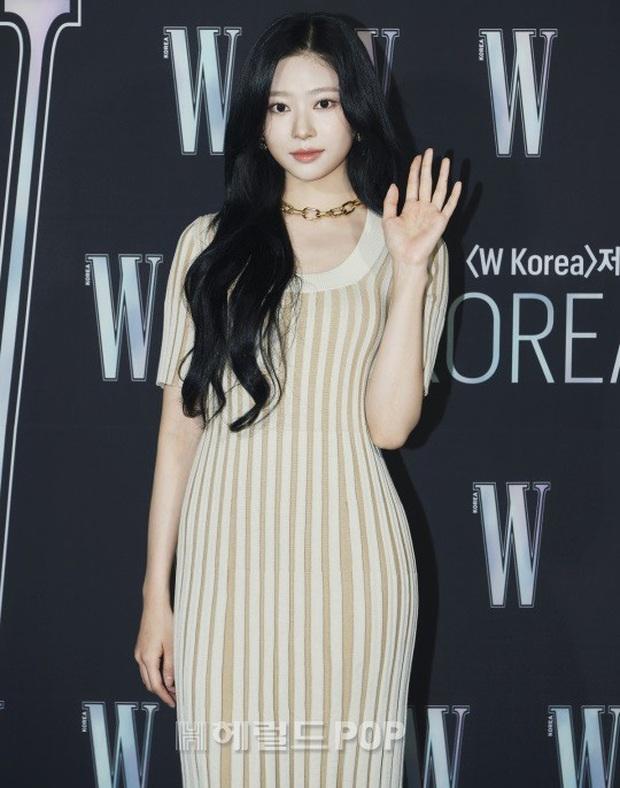 Gần nửa Kbiz đổ bộ sự kiện khủng: Park Min Young mặt cứng đờ, Jessica bị chê dừ chát, mỹ nhân Red Velvet đọ sắc bên Park Shin Hye - Ảnh 16.