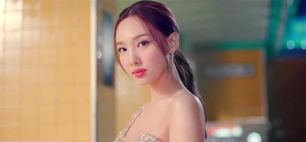 Jihyo là main vocal của TWICE mà lép vế trong bài chủ đề suốt 2 năm, fan tranh cãi producer thiên vị Nayeon, ngó lơ thành viên khác - Ảnh 4.