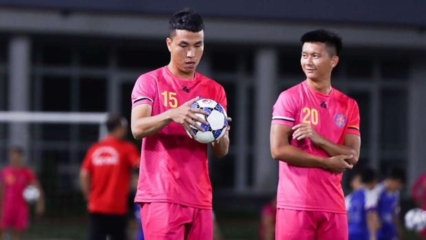 BTC V.League đề nghị phạt nghiêm hậu vệ Sài Gòn FC ném bóng vào mặt Hồng Duy - Ảnh 2.