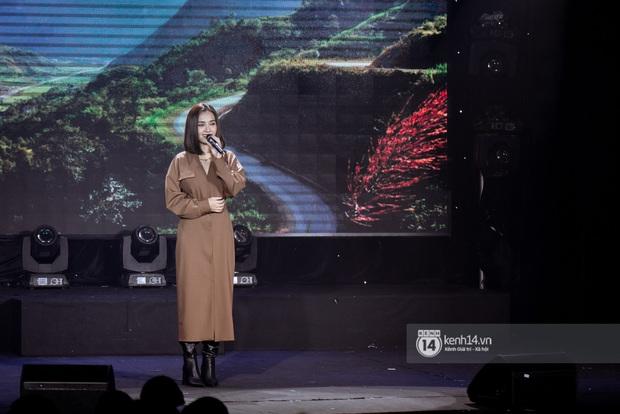 Uyên Linh - Quốc Thiên song ca tình tứ, Ái Phương hát bằng cả 2 thứ tiếng, Erik thăng hoa với hit trăm triệu view tại đêm nhạc Việt Nam Tử Tế - Ảnh 4.