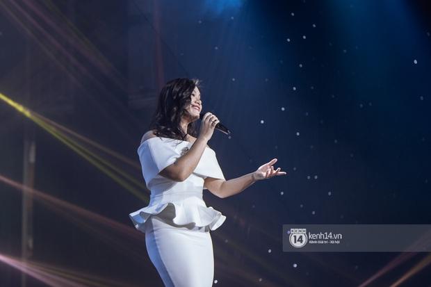 Uyên Linh - Quốc Thiên song ca tình tứ, Ái Phương hát bằng cả 2 thứ tiếng, Erik thăng hoa với hit trăm triệu view tại đêm nhạc Việt Nam Tử Tế - Ảnh 5.