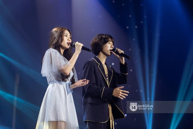 Uyên Linh - Quốc Thiên song ca tình tứ, Ái Phương hát bằng cả 2 thứ tiếng, Erik thăng hoa với hit trăm triệu view tại đêm nhạc Việt Nam Tử Tế - Ảnh 8.