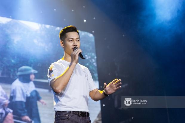 Uyên Linh - Quốc Thiên song ca tình tứ, Ái Phương hát bằng cả 2 thứ tiếng, Erik thăng hoa với hit trăm triệu view tại đêm nhạc Việt Nam Tử Tế - Ảnh 11.