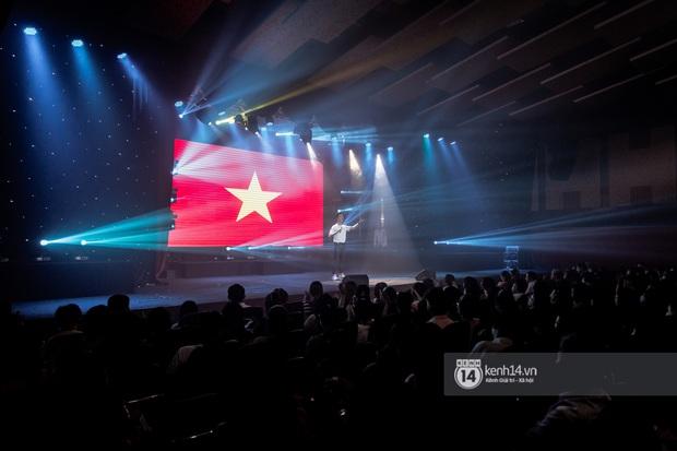 Uyên Linh - Quốc Thiên song ca tình tứ, Ái Phương hát bằng cả 2 thứ tiếng, Erik thăng hoa với hit trăm triệu view tại đêm nhạc Việt Nam Tử Tế - Ảnh 1.