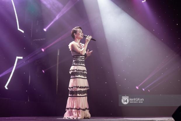 Uyên Linh - Quốc Thiên song ca tình tứ, Ái Phương hát bằng cả 2 thứ tiếng, Erik thăng hoa với hit trăm triệu view tại đêm nhạc Việt Nam Tử Tế - Ảnh 13.