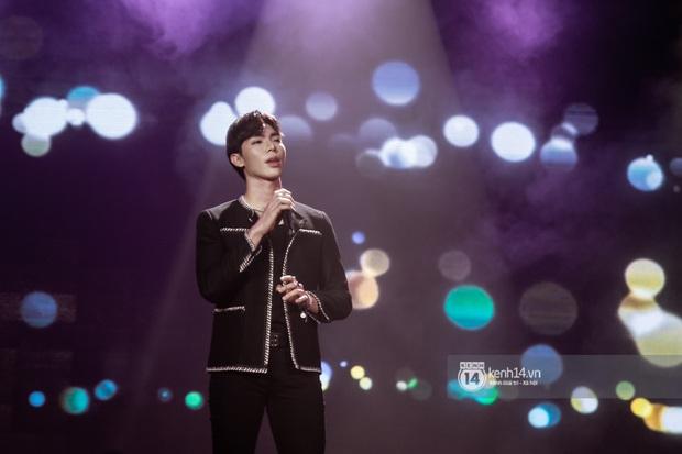 Uyên Linh - Quốc Thiên song ca tình tứ, Ái Phương hát bằng cả 2 thứ tiếng, Erik thăng hoa với hit trăm triệu view tại đêm nhạc Việt Nam Tử Tế - Ảnh 15.