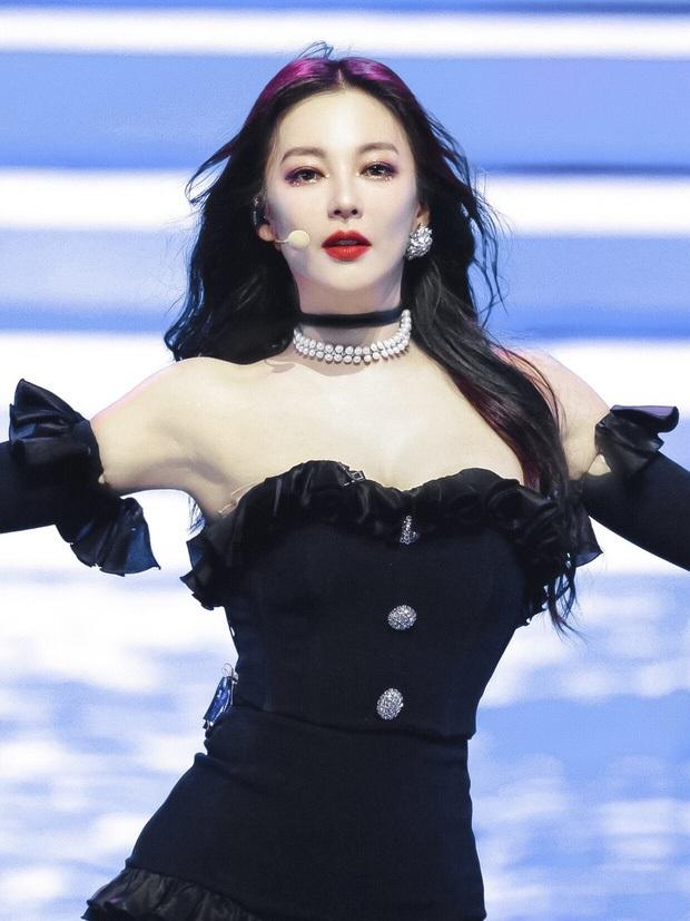 """Cả Weibo """"ngộp thở"""" với ảnh hậu trường của Song Hye Kyo Trung Quốc: Vòng một căng tràn, nhan sắc mẹ 2 con đây ư? - Ảnh 5."""