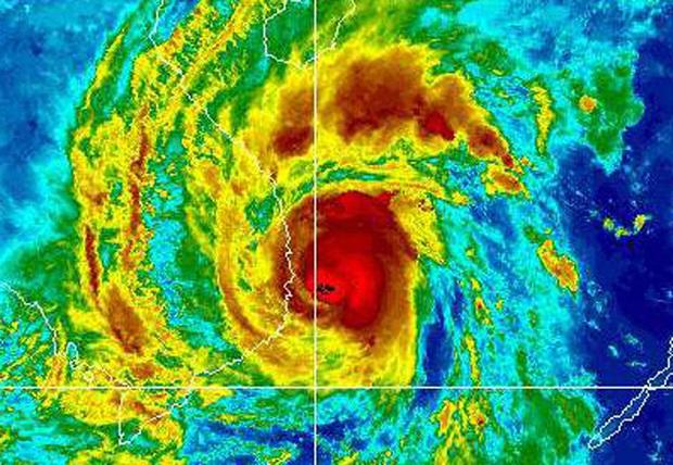 Bão số 9 năm nay được dự báo mạnh tương đương bão Damrey trong lịch sử, vậy bão Damrey từng có sức tàn phá kinh hoàng thế nào? - Ảnh 1.